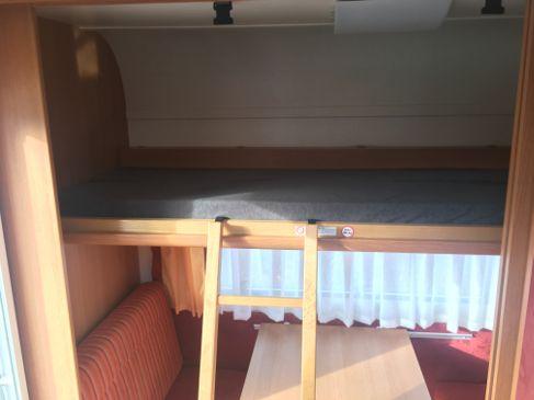 Wohnwagen Mit Etagenbett Und Doppelbett : Wohnwagen knaus personen mit hochbett mikrowelle und inkl