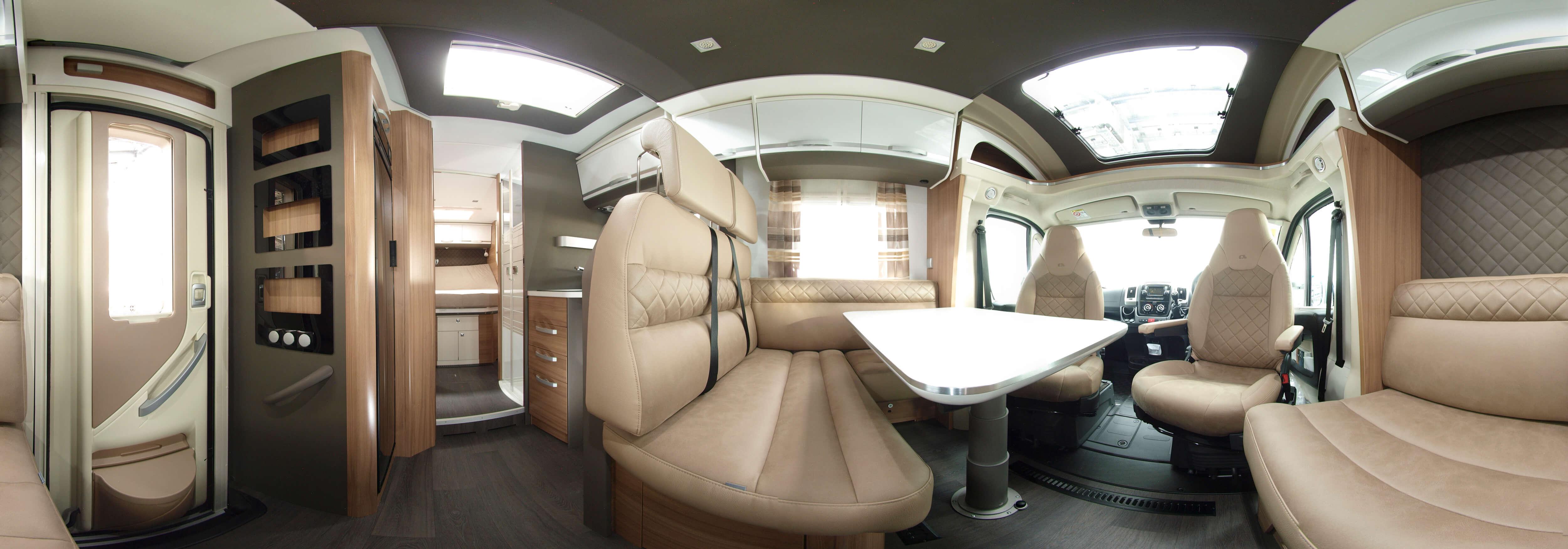 luxoriöses-innenausstattung-eines-adria-wohnmobils-mit-sitzbereich