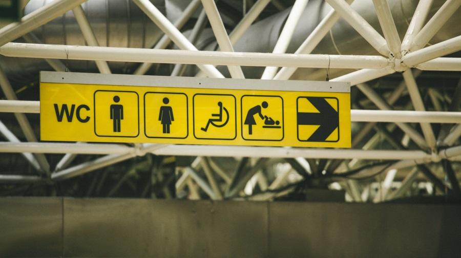 toiletten-symole-auf-gelben-deckenschild